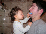 Lylou_puts_lip_balm_on_her_father_2