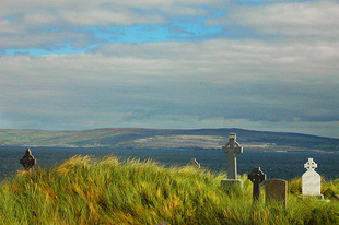 Inisheer_cemetery_seven_seconds_b_2