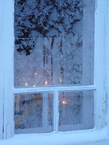 Frosty_pane_by_tapio_hurme_flickr