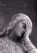 Crop_angel_at_pere_lachaise